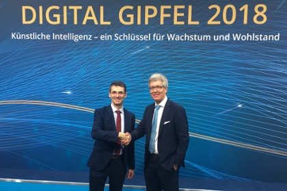 Bernd Leukert, board member of SAP SE, handsover the role of steering committe leader thands over the chairmanship to Dr. Ing. Frank Melzer, board member of Festo AG & Co. KG.