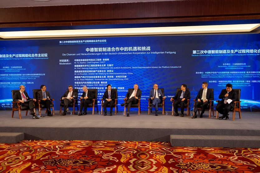 "Moderators and participants of the panel discussion ""The Opportunities and Challenges in German-Chinese Cooperation for Intelligent Manufacturing"""
