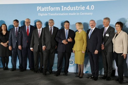 The Plattform Industrie 4.0 presents positive annual results at the HANNOVER MESSE trade fair.